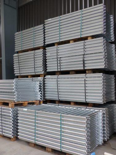 Stockage grilles de multisports après galvanisation