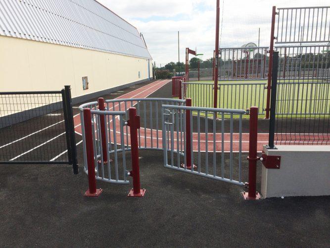Passage sélectif PMR fixé sur clôture